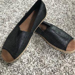 TOMS peep toe flats NWT